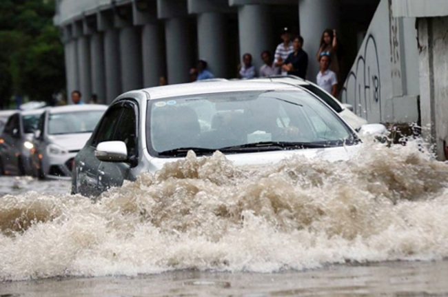 driving in flood water opening autoindica