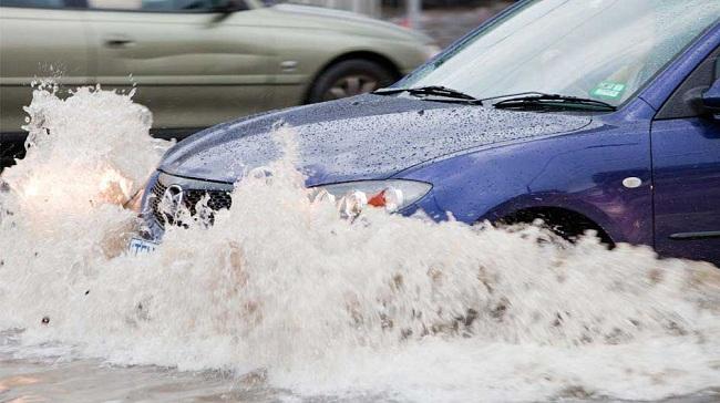 driving in flood water sedan autoindica
