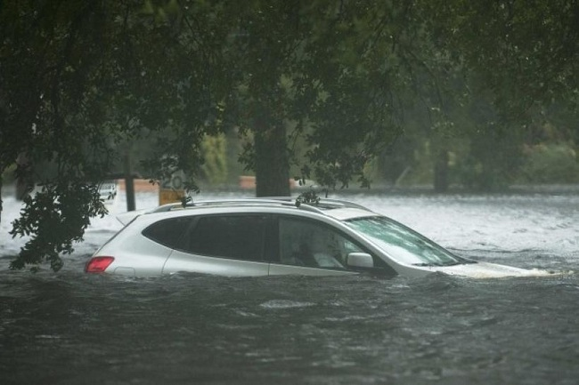 driving in flood water submerged autoindica