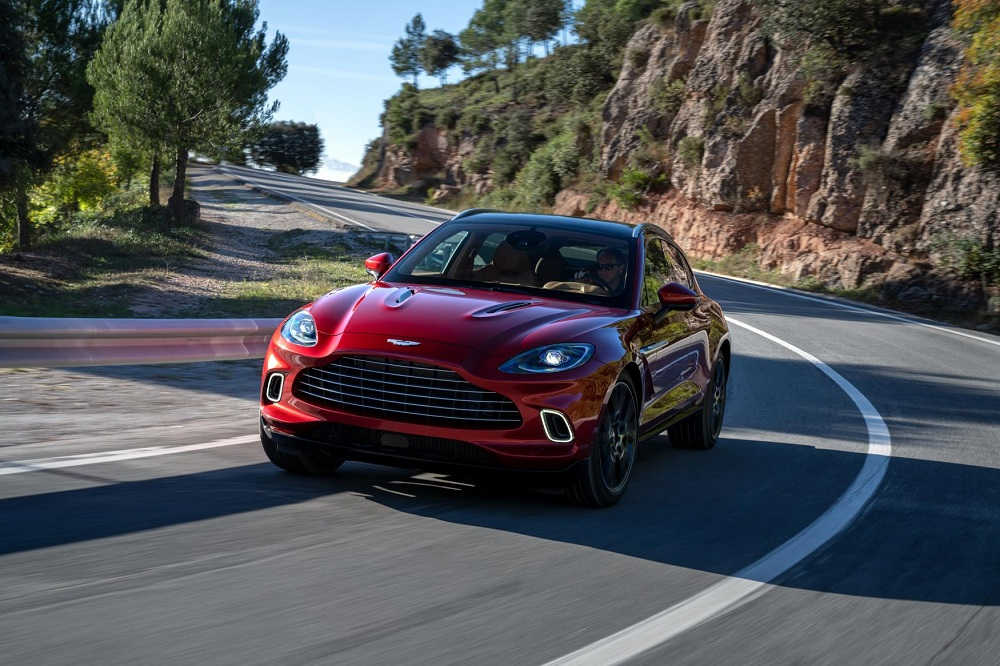 Aston Martin DBX front tracking autoindica